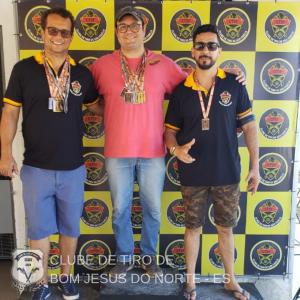 No centro: Rodrigo Medeiros